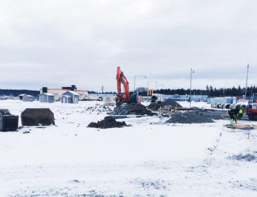 Grön lastbilstation vid Arboga i Sverige är på väg